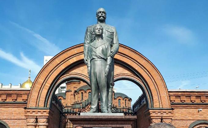 ВНовосибирске восстановили монумент  НиколаюII после акта вандализма