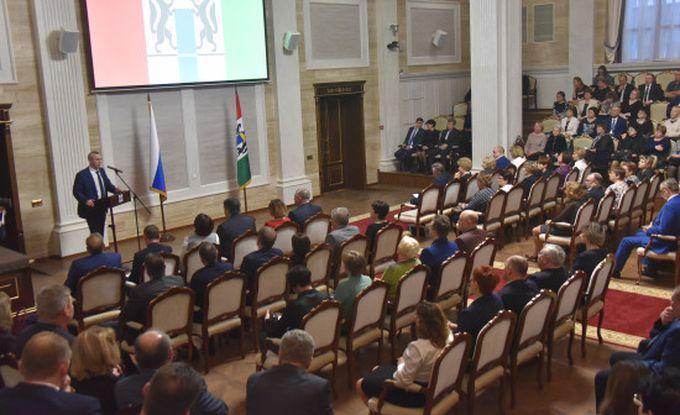 ВНовосибирске открыли главную елку иновогодний городок наплощади Ленина