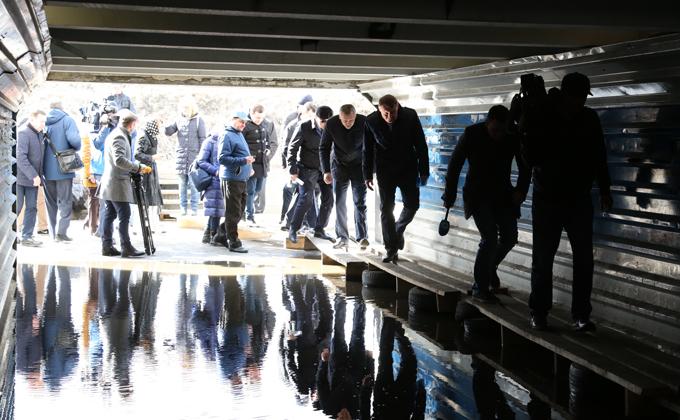 Андрея Травникова возмутили затопленные подземные переходы вгороде Обь