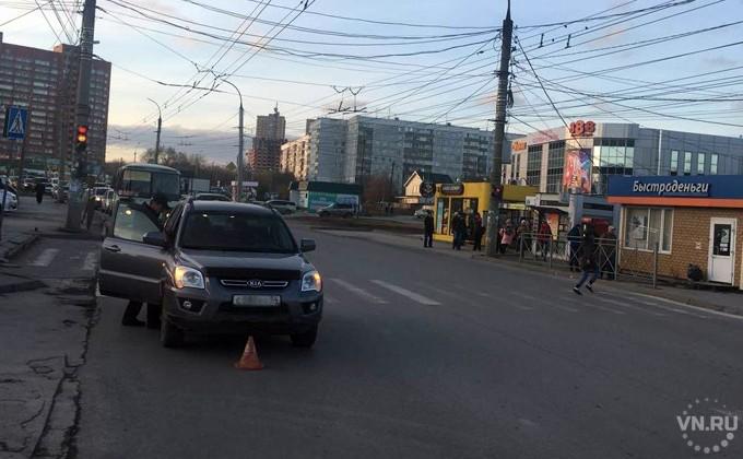 Шофёр джипа Киа сбил девочку около перехода вНовосибирске
