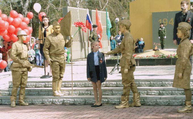 Ожившие статуи говорили с девочкой в Болотном