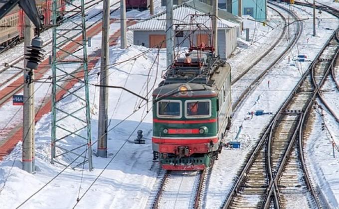 Школьник спас своего товарища вНовосибирской области, едва неугодившего под поезд