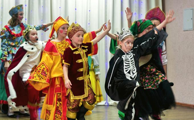 Детский спектакль о заколдованной невесте сорвал аплодисменты зала