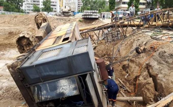 ВНовосибирске упавший строительный кран придавил нескольких рабочих
