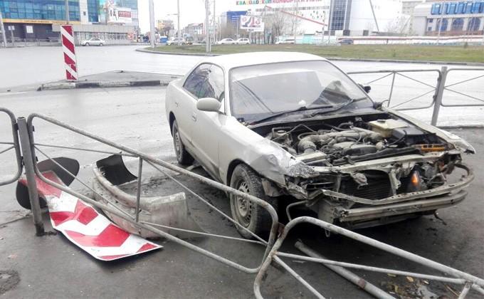 ВНовосибирске девушка на Тоёта протаранила авто ДПС