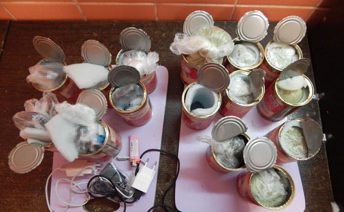 Разноцветные порошки в банке «тушенки» пытались передать зэкам