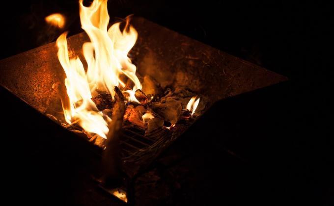 Женщина жарила шашлыки набалконе ичуть несожгла квартиру