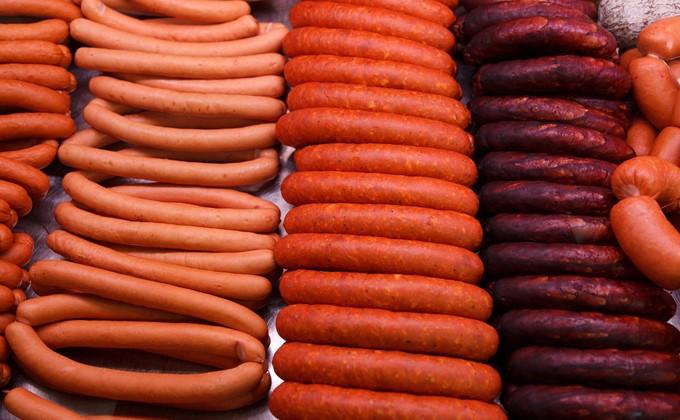 Мясо кошек и собак искало в сосисках «Роскачество»