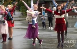 Флешмоб слингомам прошел в Новосибирске