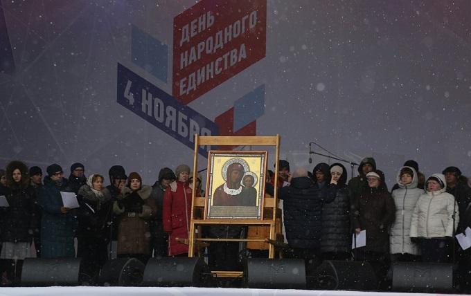 Молебен на главной площади Новосибирска отслужили в День народного единства