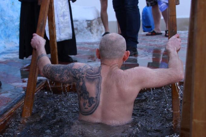 Крещение за решеткой – как смывают грехи осужденные