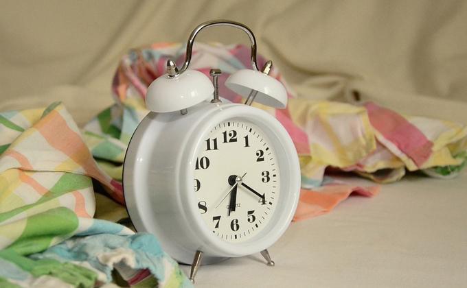 Между 6 и 7 утра бодро просыпается большинство россиян