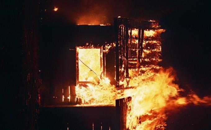 Три человека сгорели вдачном домике под Новосибирском