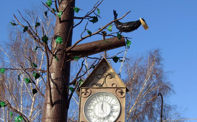 Сказочное дерево с часами смастерили в колонии осужденные
