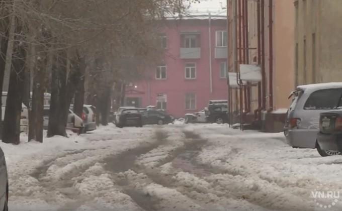 Плохо убирают снег во дворах Новосибирска
