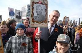 Андрей Травников прошел в первых рядах «Бессмертного полка»