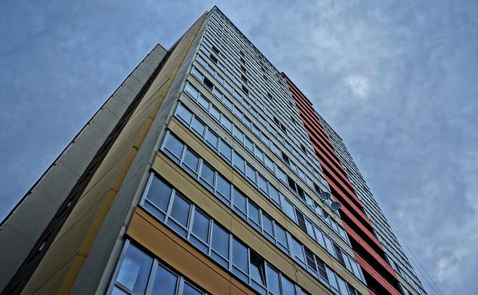 Мужчина погиб, упав с 25-го этажа в Новосибирске