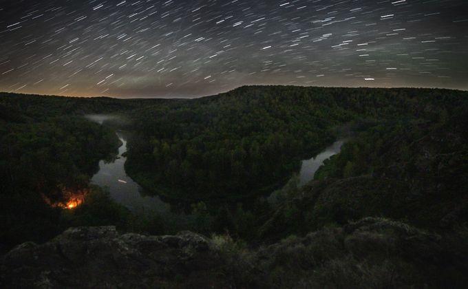 Очаровательный звездопад сфотографировал наскалах новосибирец
