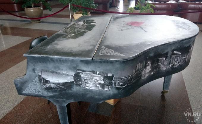 Необыкновенный рояль установили навокзале «Новосибирск-Главный»