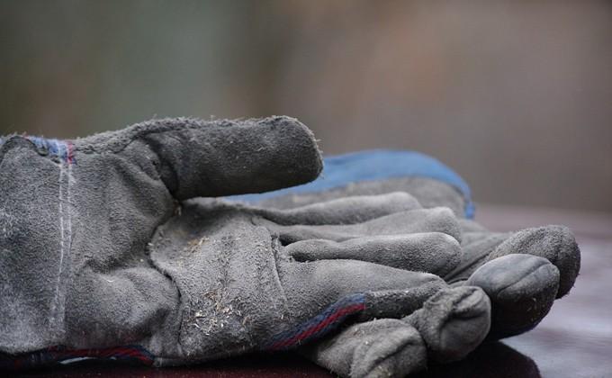 Рабочего насмерть придавило бетонной плитой настройке вНовосибирске
