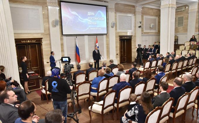 Губернатор Андрей Травников вручил награды новосибирским ученым
