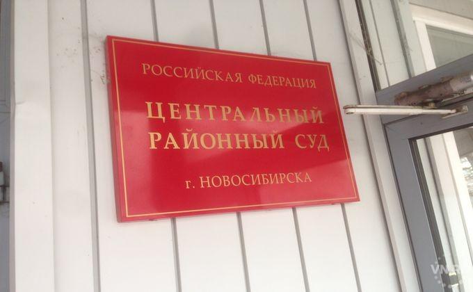 Обвиняемый выпрыгнул изокна четвертого этажа суда вНовосибирске