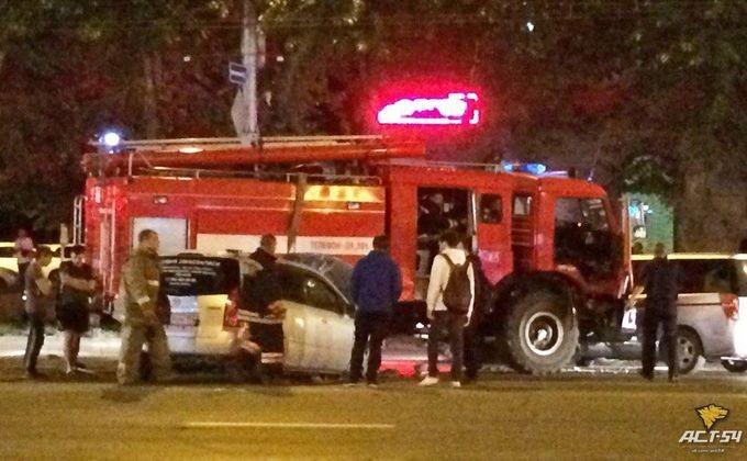 ВНовосибирске пожарная машина вДТП собрала три автомобиля