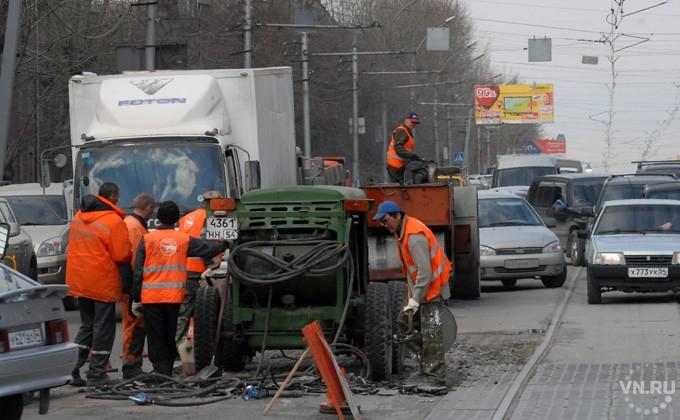 Текущий ремонт дорожного полотна вНовосибирске должен быть завершен кмайским праздникам