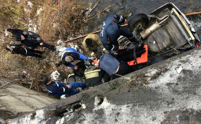 ВНовосибирске ученик спас троих человек изупавшей смоста машины