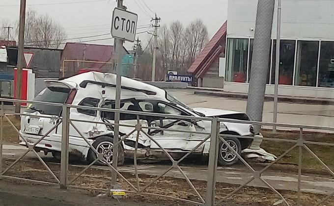 Водителя «Тойоты» зажало всалоне посте трагедии сКамАЗом вНовосибирске