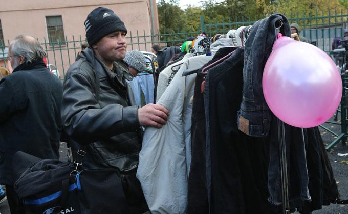 Куда отдать ненужную одежду в Новосибирске: адреса