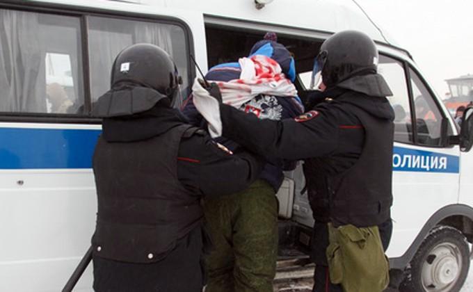 Сломал руку иударил влицо женщине-полицейскому дебошир вНовосибирске
