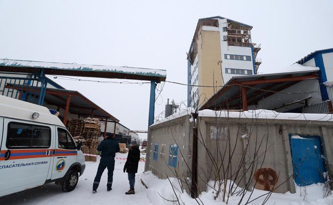 Спасли мужчину из-под завалов после взрыва здания в Новосибирске