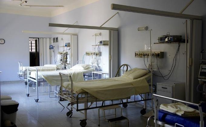 Ученик НГУ, упавший вобморок перед экзаменом, скончался в клинике