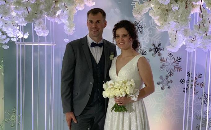 Легендарный лыжник Устюгов женился на чемпионке из Сузуна