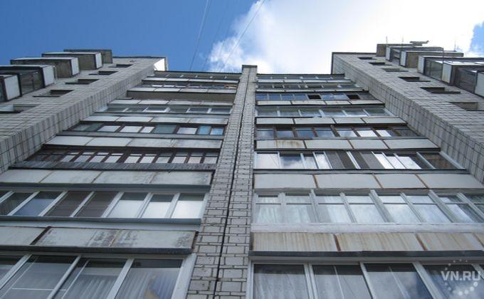 ВНовосибирске двухлетний парень скончался после падения счетвертого этажа