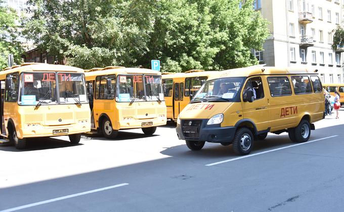 13 школьных автобусов и 34 автомобиля скорой помощи закупят для области