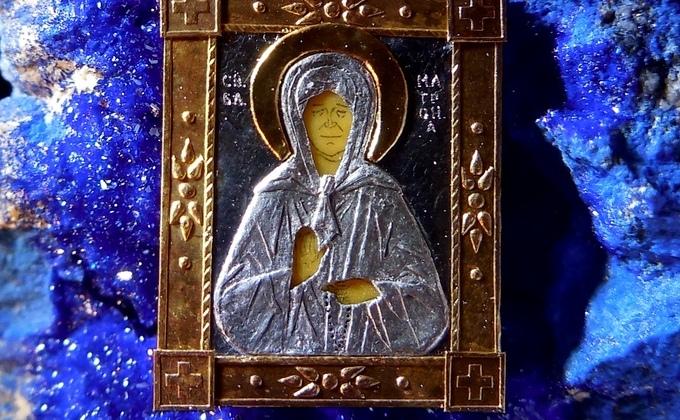 6-миллиметровую икону из золота и слоновой кости показал микроминиатюрист