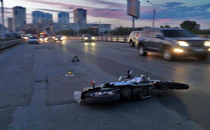 Видео смертоносного ДТП смотоциклистом попало вСеть