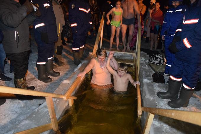 За Крещенской благодатью жители области едут в  Карасукский район