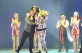Филипп Киркоров обнимался с Валерием Леонтьевым на концерте в Новосибирске