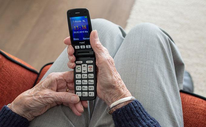 Мобильник у старушки украл молодчик с Затулинки