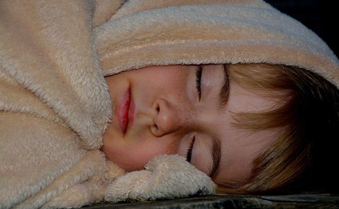 Лучшие и худшие позы для сна назвали эксперты