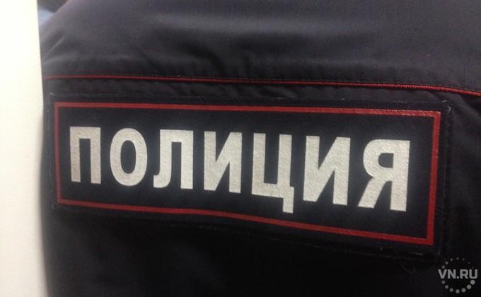 Неадекватного мужчину смакетом автомата задержали вНовосибирске