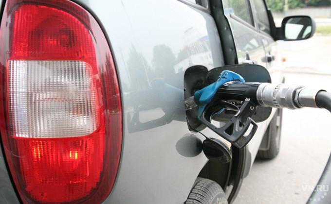 Рост цен набензин в Российской Федерации опережает инфляцию уже неменее чем вдвое