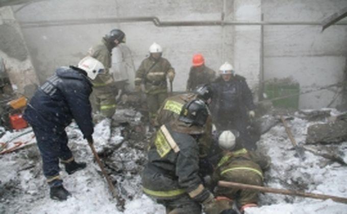 ВНовосибирске под тяжестью снега обрушилась крыша ангара