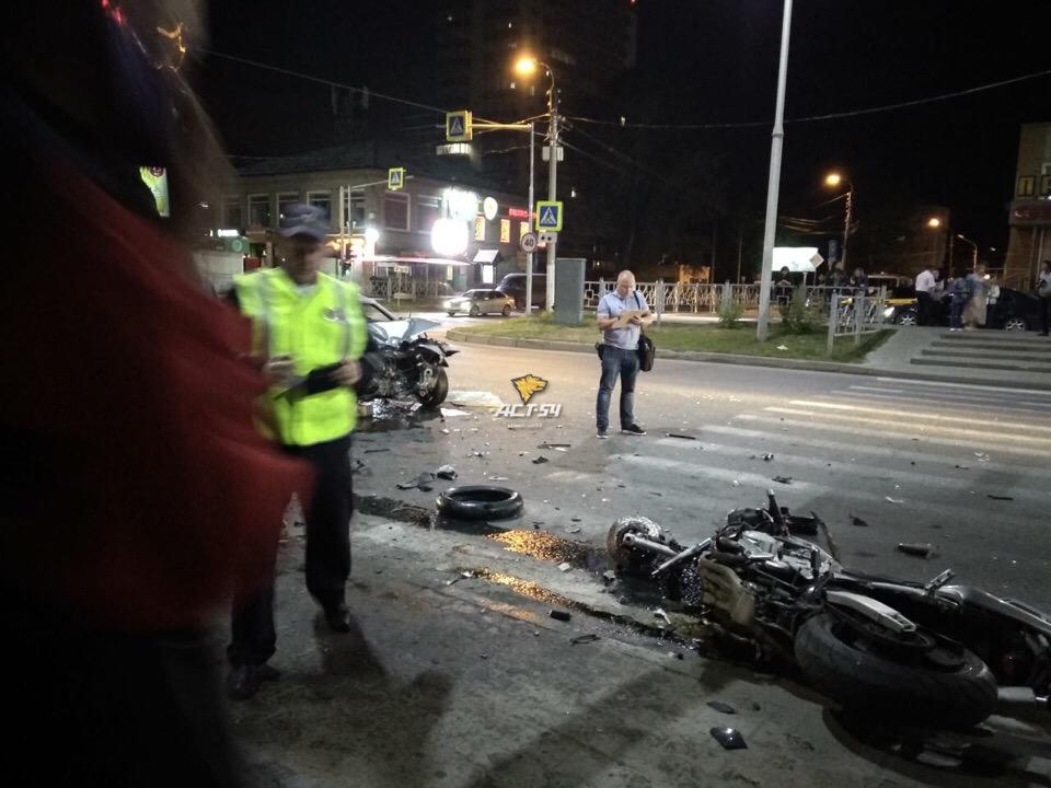 Мотоциклист разбился в центре Бердска в лобовом столкновении