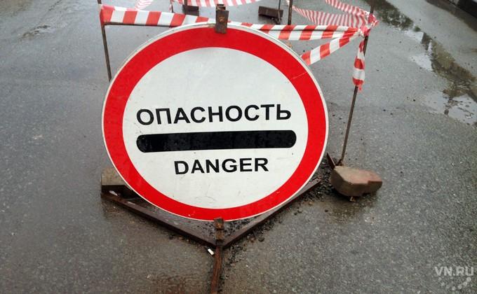 Под Новосибирском автомобиль въехал востановку, один человек умер