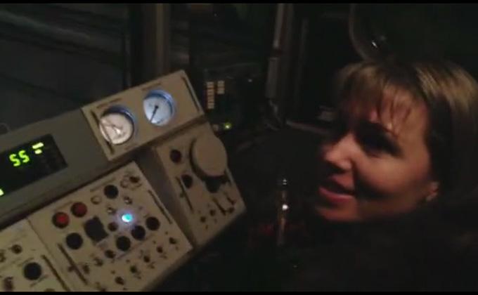 Машинист метро доверил подружке управлять поездом – шокирующее видео