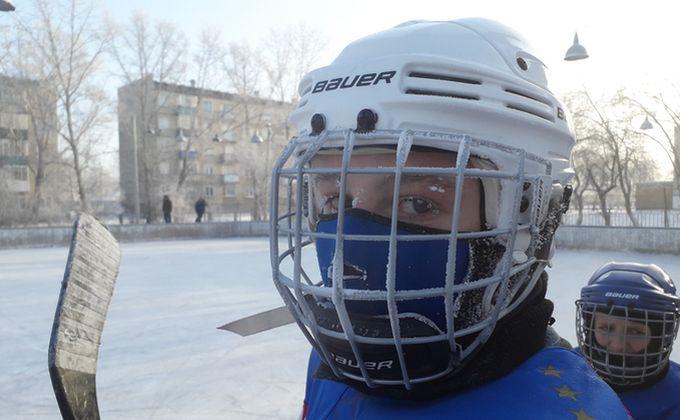 Ветераны «сделали» студентов на ледовом поле